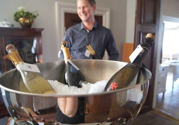 Exklusiv champagne provades på Hook