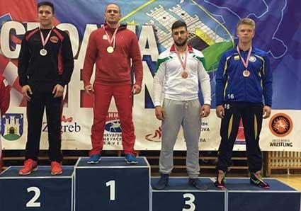 Dubbla medaljer för Elias i Kroatien