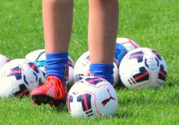 Sju 14-åringar till fotbollsläger