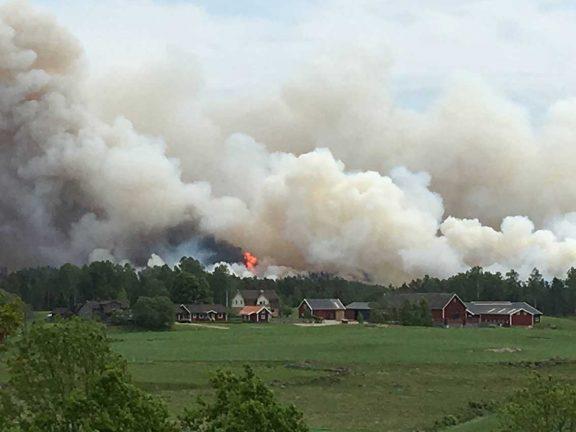 Storbrand på mosse i Lanna