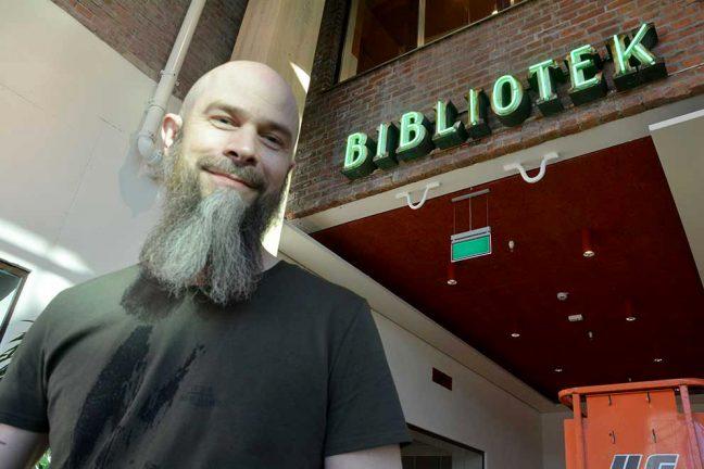 Gamla biblioteksskylten fick nytt liv