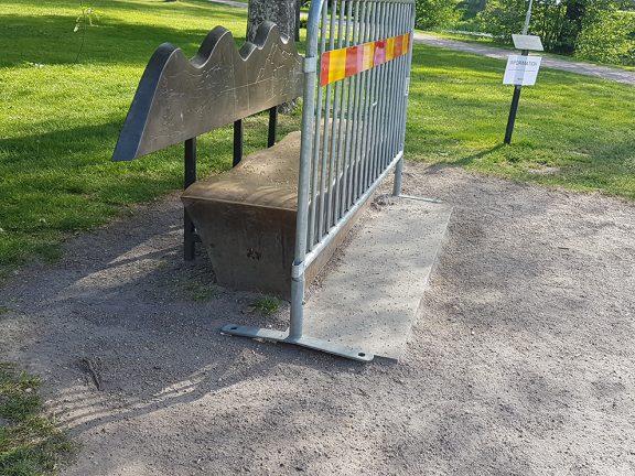 Flicka brände sig på bänk i Åbroparken