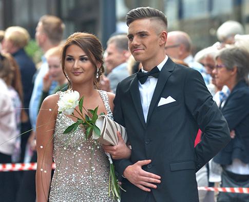 Bilder på alla par som deltog på balen