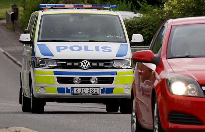 Polisnyheter om datorstöld ur bil och olovlig körning