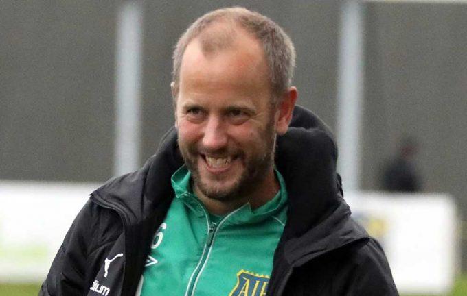 Andreas Karlsson tränar Bor