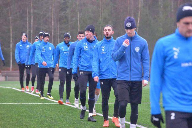 Tio provspelare hos IFK