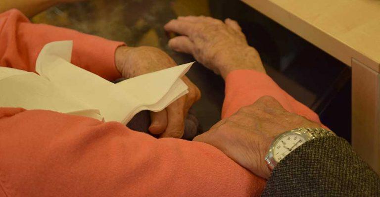 Besöksförbudet på äldreboende hävs