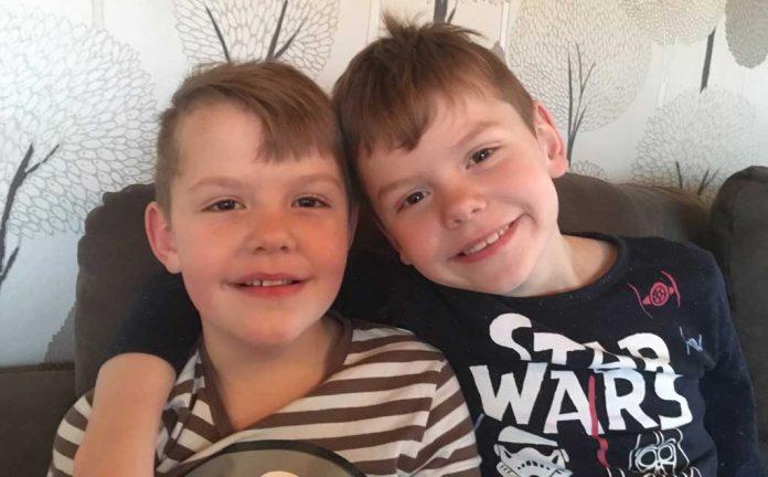 Isak och Melvin 7 år