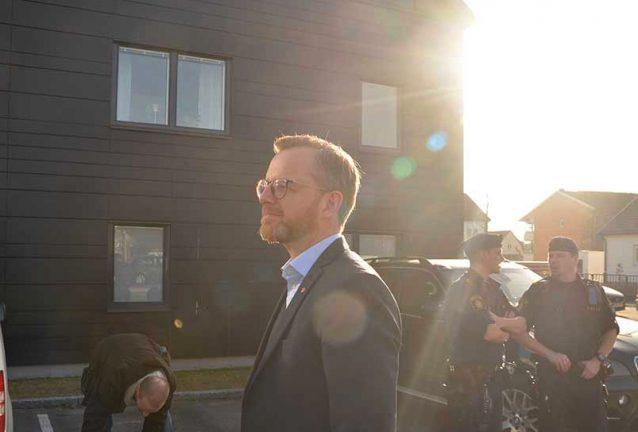 Civilministern besökte platsen för en av alla skjutningar
