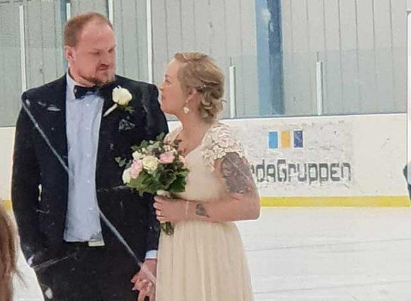 Nygifta: Sa ja i ishallen