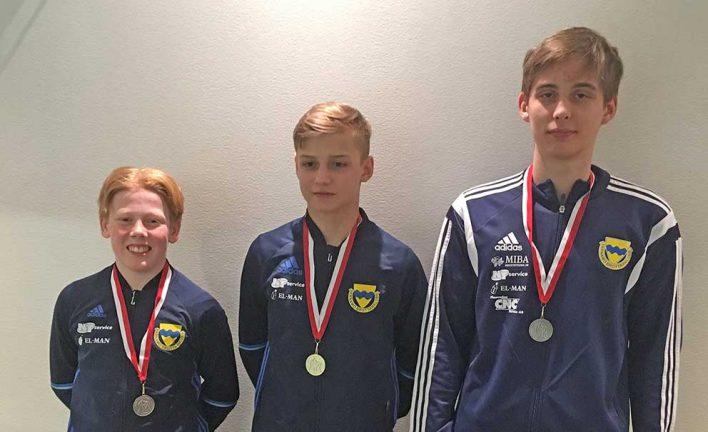 Tre medaljer för brottarna