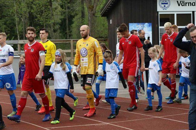 Bildspel: Vimmel från IFK-matchen