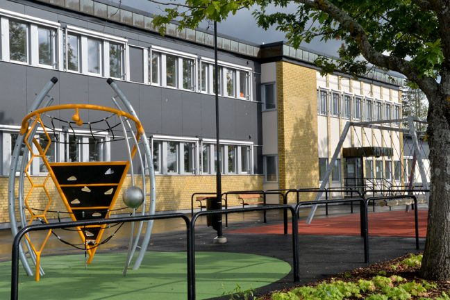 På rundtur i nya skolan
