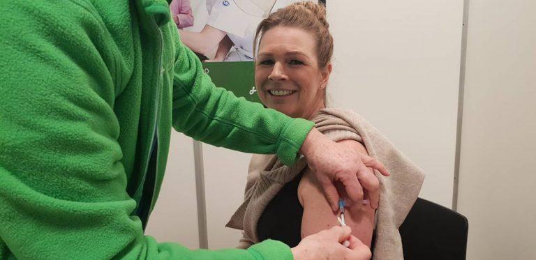 Vaccination av hemtjänstpersonal påbörjad