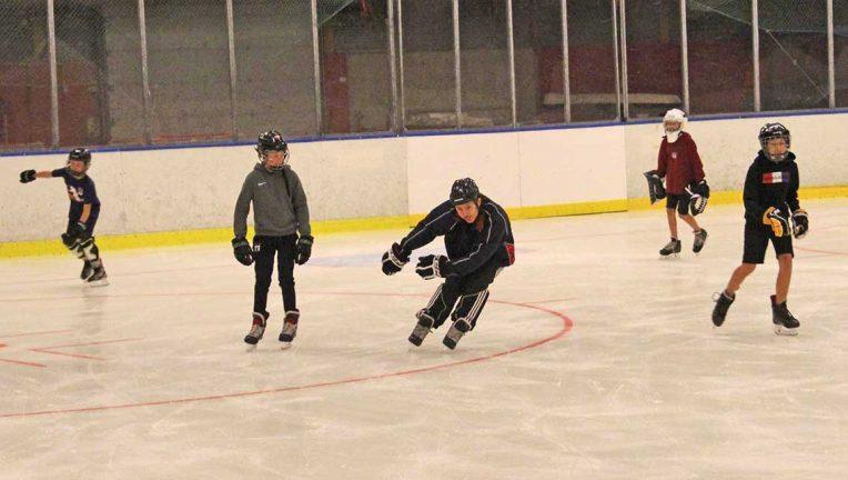 Sommarens ishockeyskola har inletts
